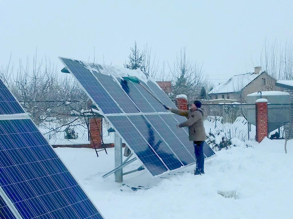 эксплуатация солнечных батарей, обслуживание солнечных панелей зимой для повышения эффективности работы солнечных панелей
